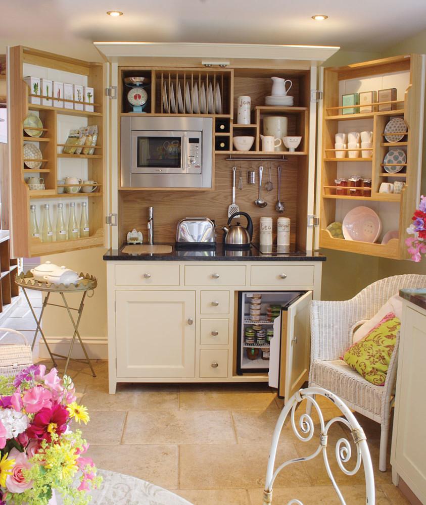 Кухня/столовая в  цветах:   Бежевый, Коричневый, Светло-серый, Темно-зеленый.  Кухня/столовая в  стиле:   Кантри.