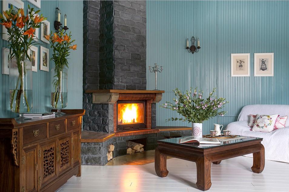 Гостиная в  цветах:   Бирюзовый, Светло-серый, Серый, Темно-зеленый.  Гостиная в  стиле:   Кантри.