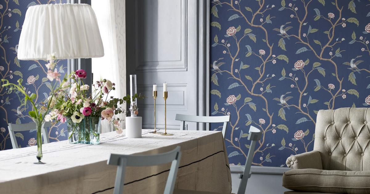 Как использовать обои и текстиль с цветочным узором в интерьере