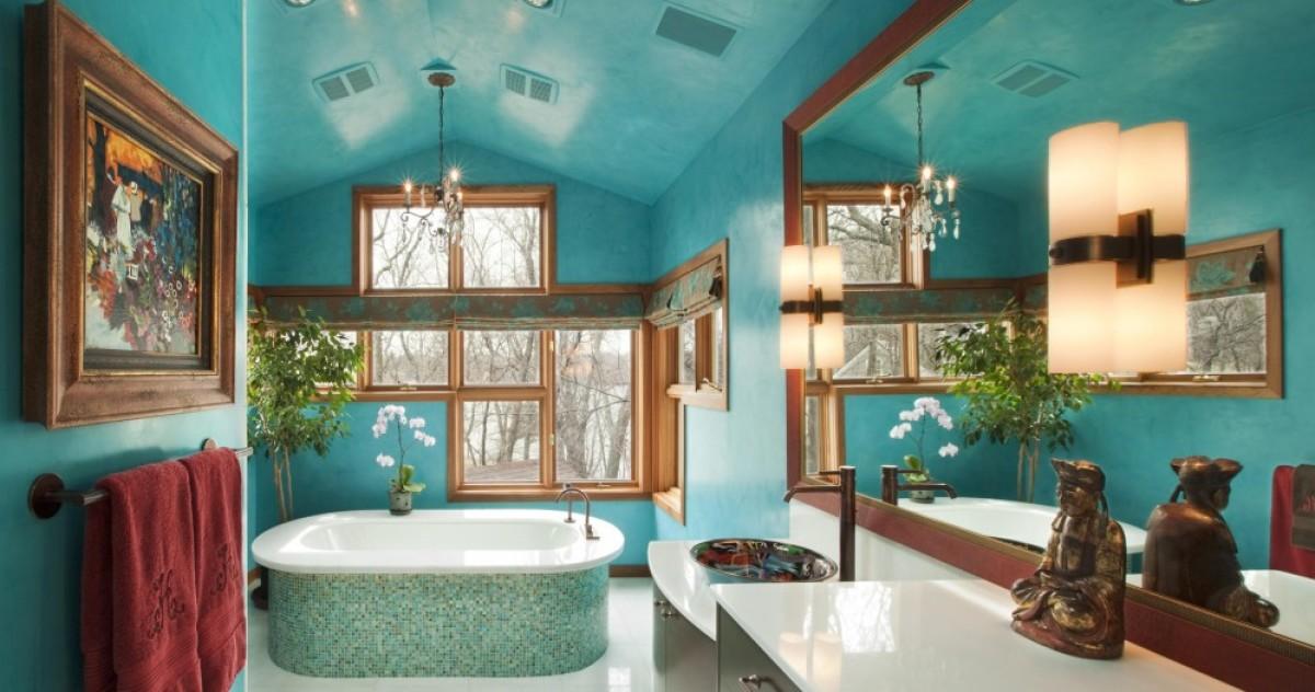 Цветной потолок в ванной комнате: 10 удачных примеров