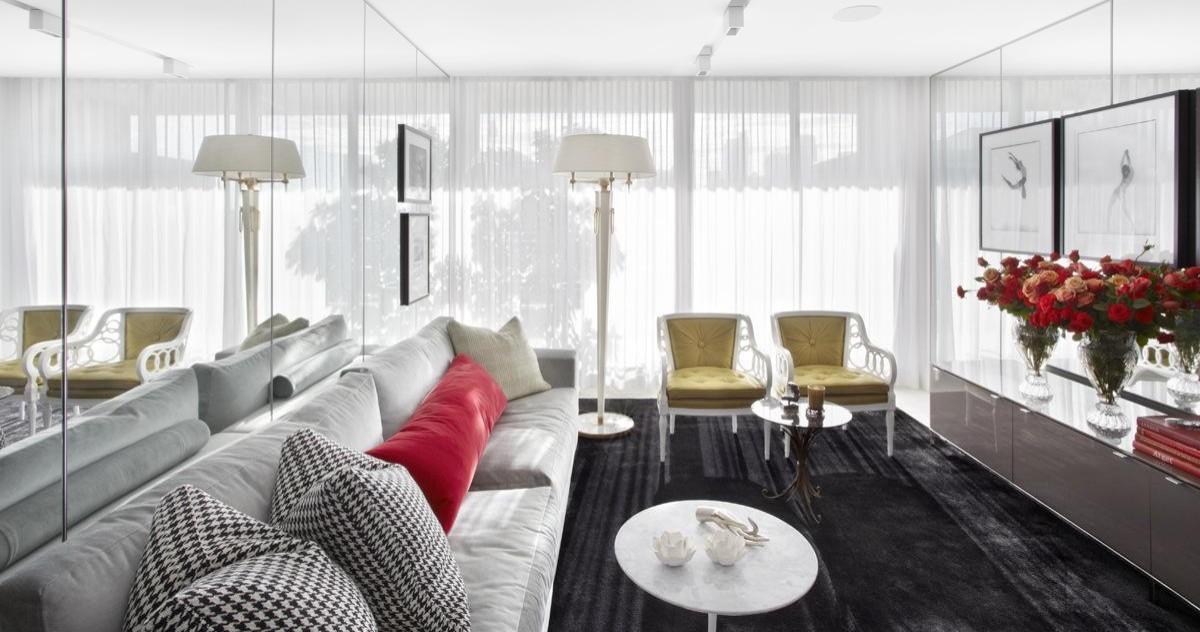 Как визуально увеличить комнату с помощью зеркал: 15 ярких примеров