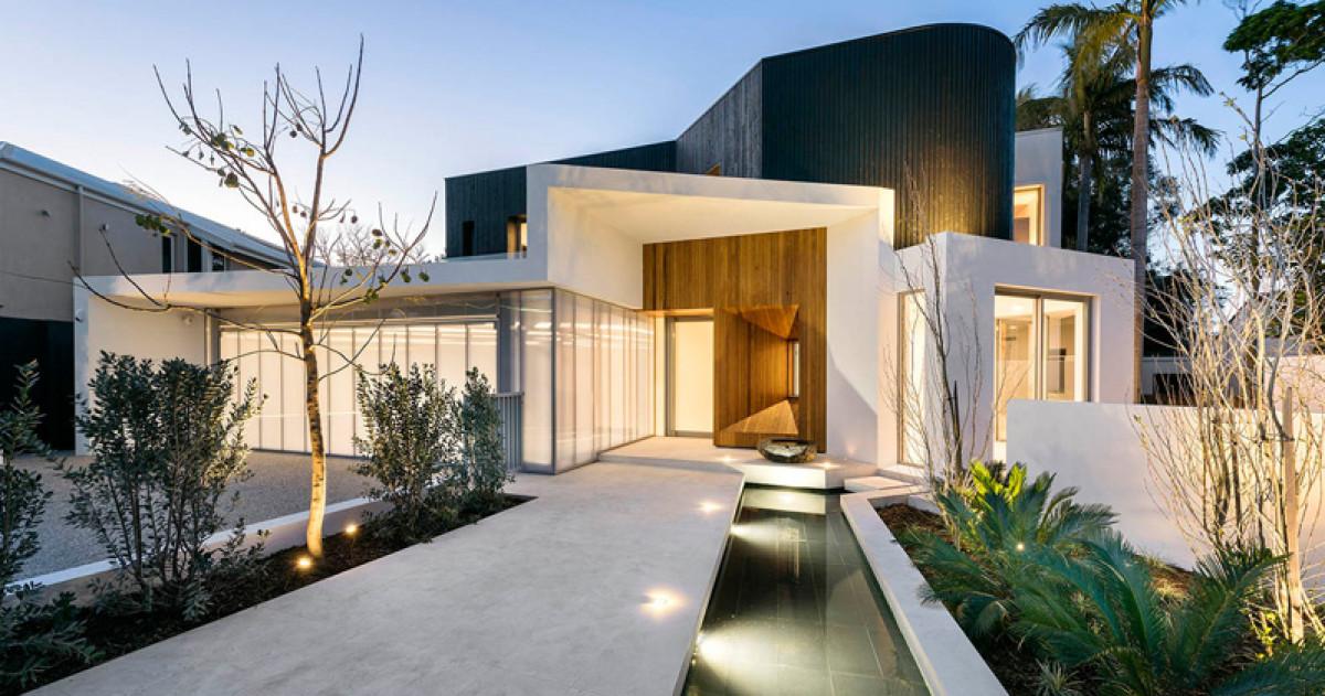 Дом с бассейном, двумя кухнями и огромной ванной комнатой