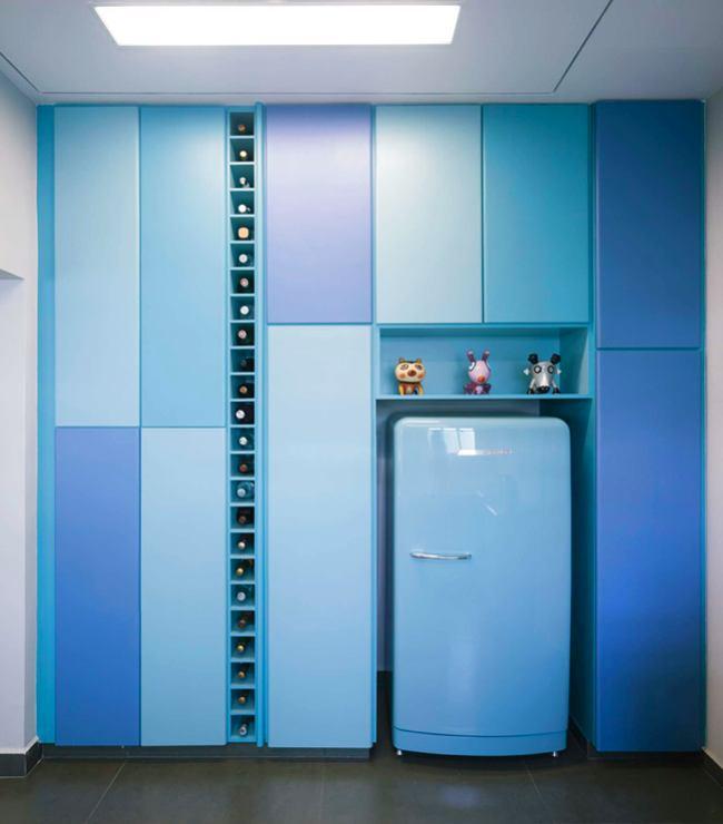 Кухня в цветах: голубой, бирюзовый. Кухня в стиле минимализм.
