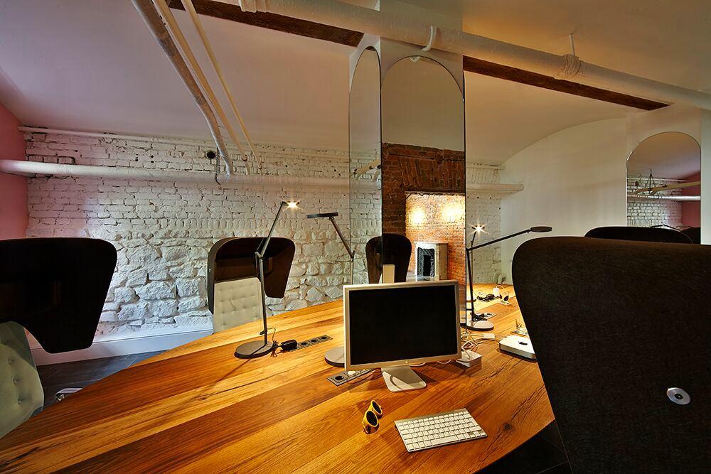 Мебель и предметы интерьера в цветах: черный, серый, коричневый, бежевый. Мебель и предметы интерьера в стиле эклектика.