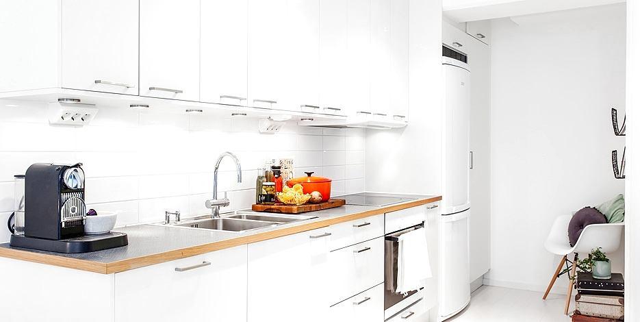 Кухня в цветах: желтый, серый, светло-серый. Кухня в стиле скандинавский стиль.