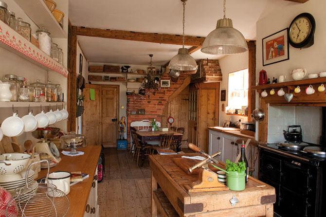 Кухня в цветах: желтый, черный, серый, коричневый, бежевый. Кухня в стиле французские стили.
