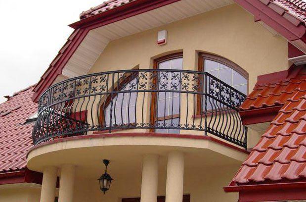 Архитектура в цветах: темно-коричневый, коричневый, бежевый. Архитектура в стилях: неоклассика.