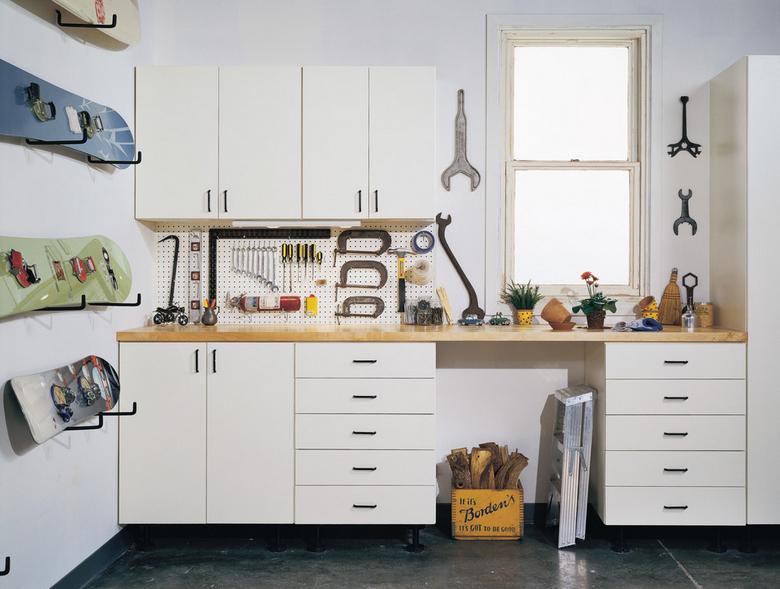 Подсобное помещение в цветах: черный, серый, светло-серый, белый. Подсобное помещение в .