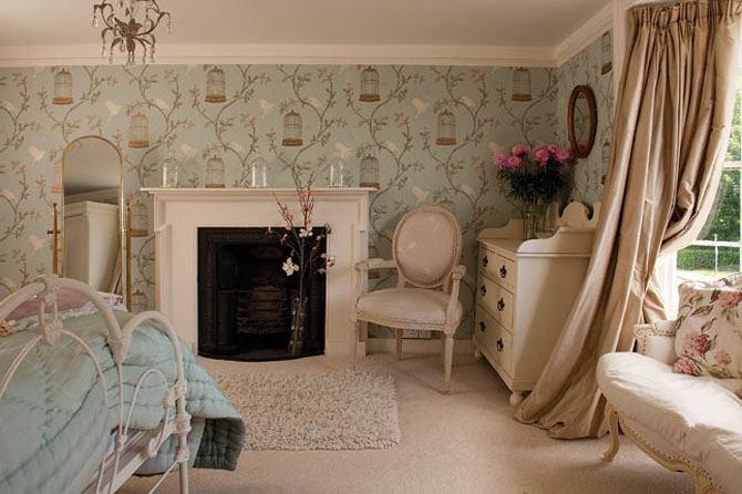 Спальня в цветах: черный, серый, коричневый, бежевый. Спальня в стиле французские стили.