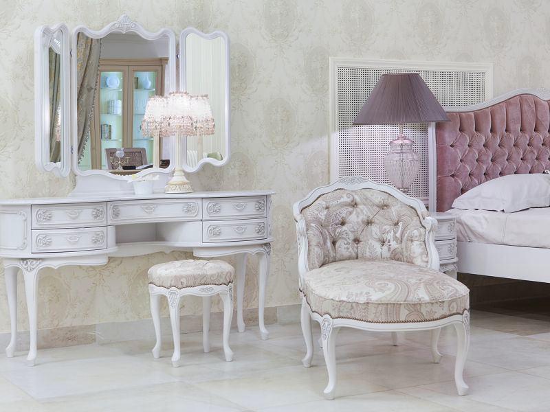 Спальня в цветах: серый, белый, коричневый, бежевый. Спальня в стиле классика.