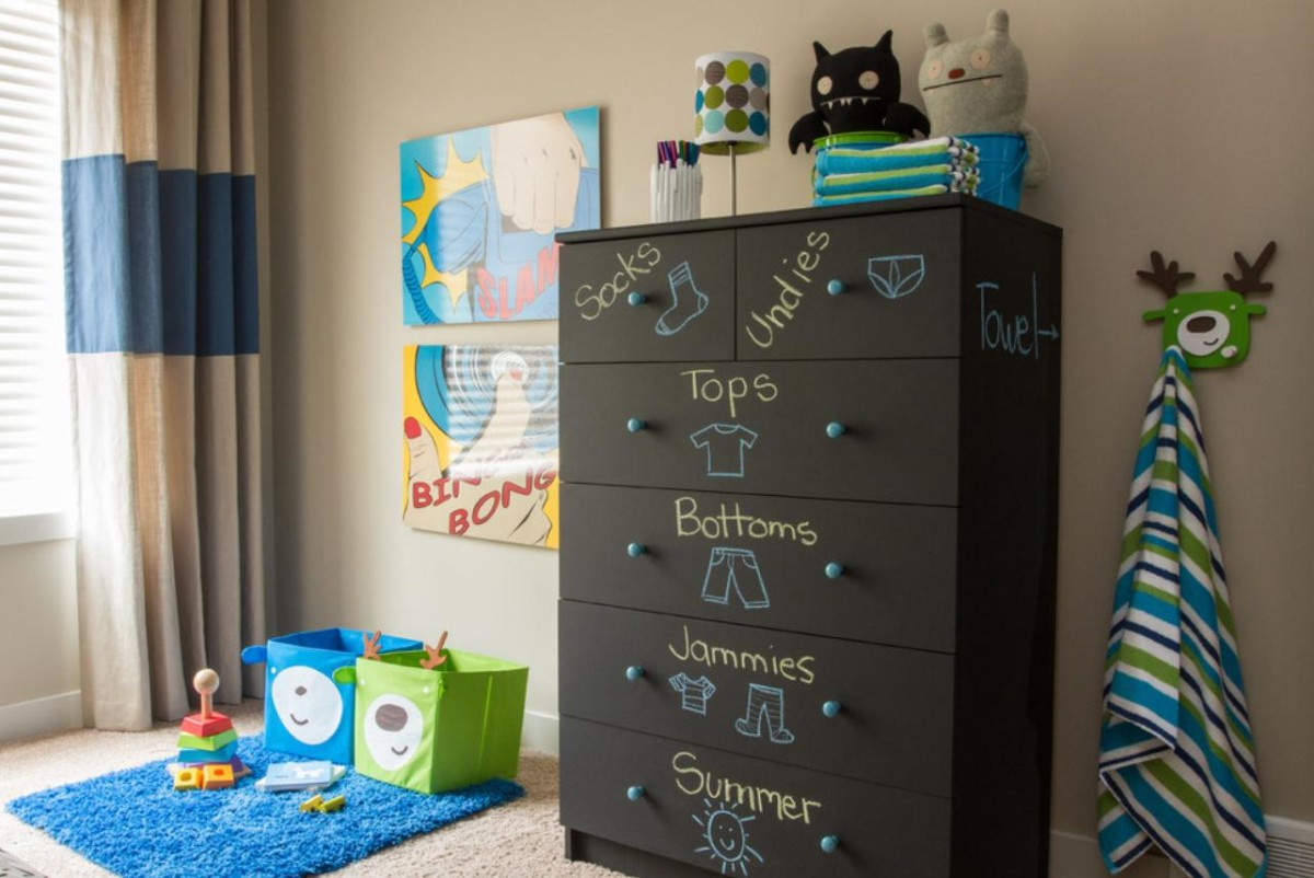 Детская в цветах: бирюзовый, черный, бежевый. Детская в стиле минимализм.