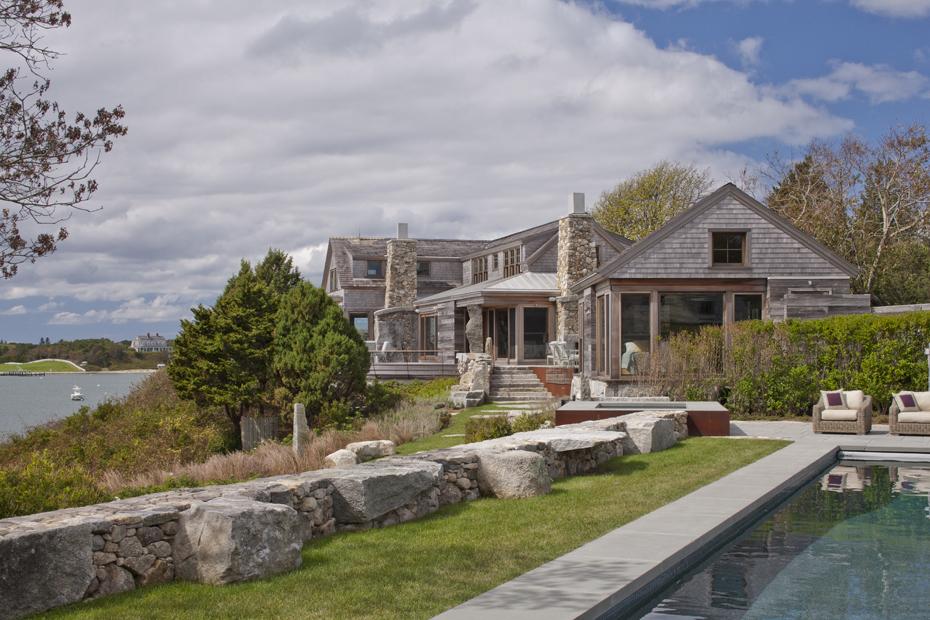 Архитектура в цветах: серый, светло-серый, темно-зеленый, бежевый. Архитектура в стиле экологический стиль.