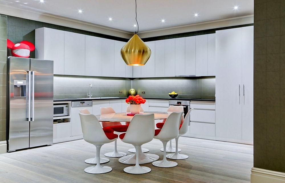 Кухня в цветах: серый, белый, темно-зеленый, бежевый. Кухня в стиле минимализм.