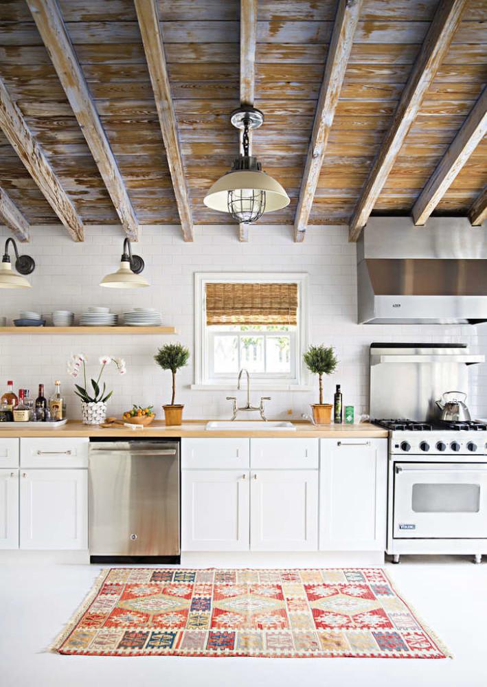 Кухня в цветах: серый, светло-серый, белый, бежевый. Кухня в стиле кантри.