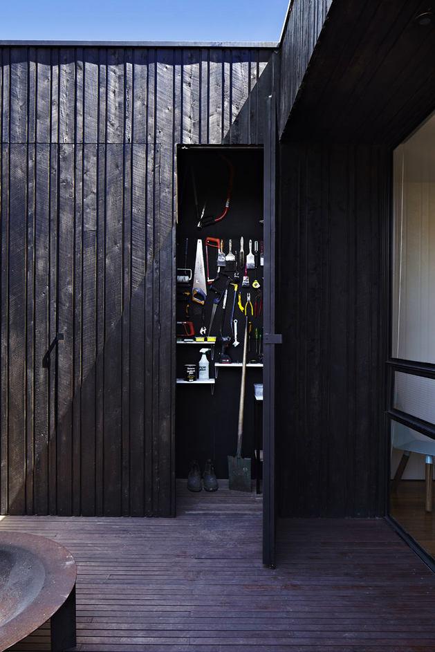 Архитектура в цветах: фиолетовый, черный, серый, темно-зеленый, коричневый. Архитектура в стилях: минимализм, экологический стиль, неоклассика, неоготика, эклектика.