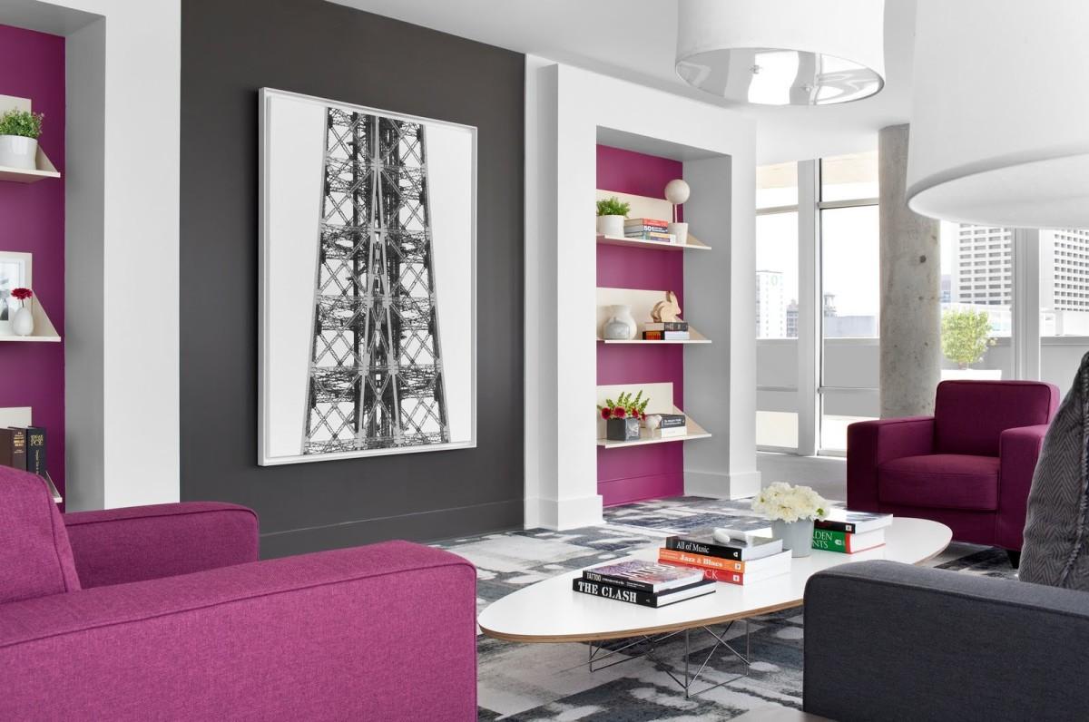 Гостиная, холл в цветах: серый, светло-серый, белый, бордовый, розовый. Гостиная, холл в стилях: минимализм.
