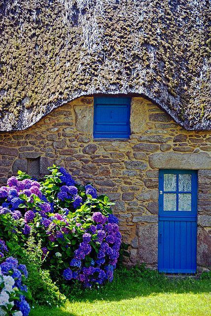 Архитектура в цветах: бирюзовый, фиолетовый, серый, бежевый. Архитектура в .