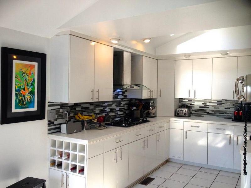 Кухня в цветах: желтый, черный, серый, белый. Кухня в .