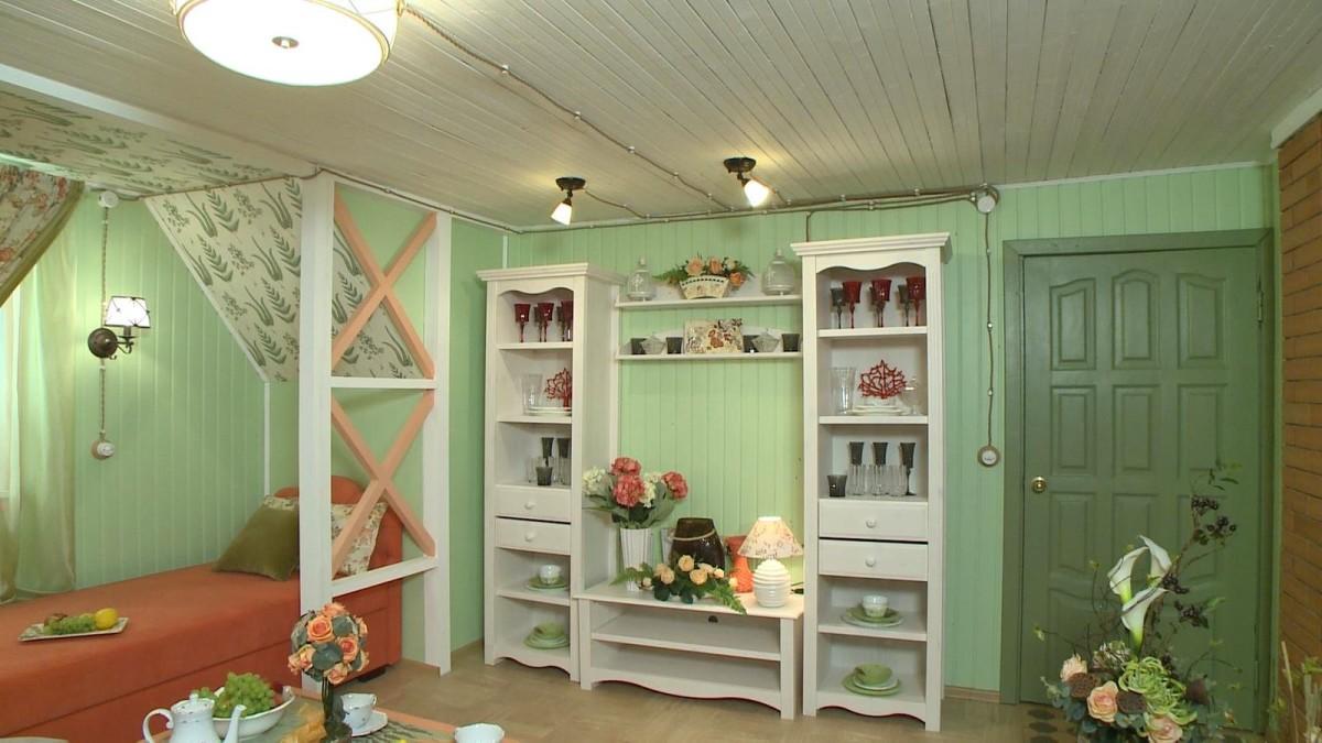 Гостиная, холл в цветах: оранжевый, белый, темно-зеленый, салатовый, коричневый. Гостиная, холл в стиле прованс.