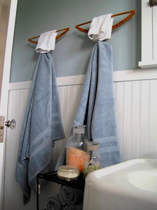 Декор в цветах: серый, светло-серый, белый. Декор в стиле экологический стиль.