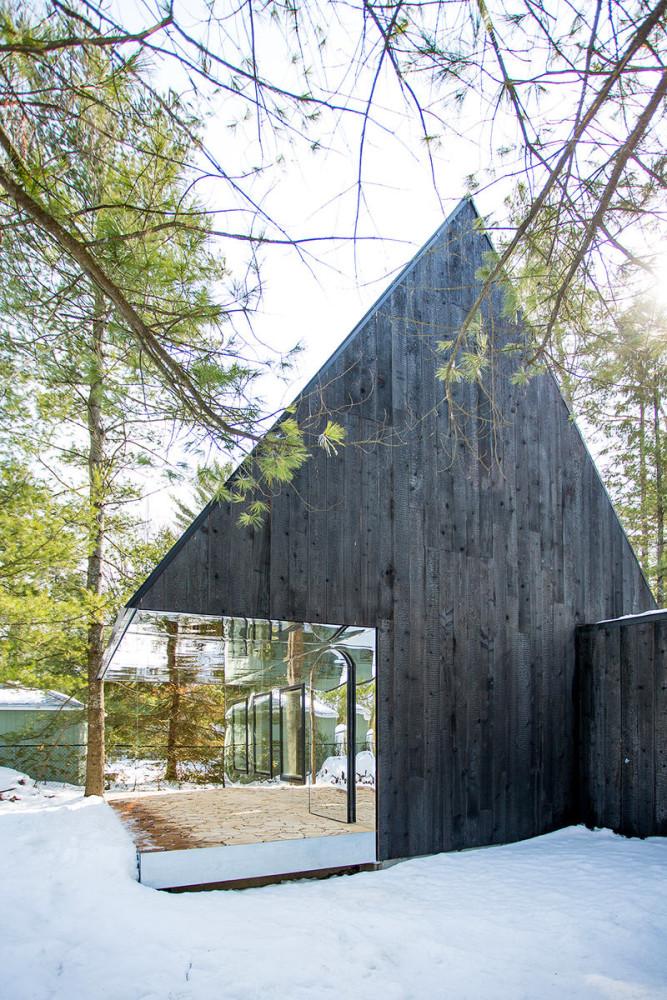 Архитектура в цветах: серый, светло-серый, белый. Архитектура в стиле экологический стиль.