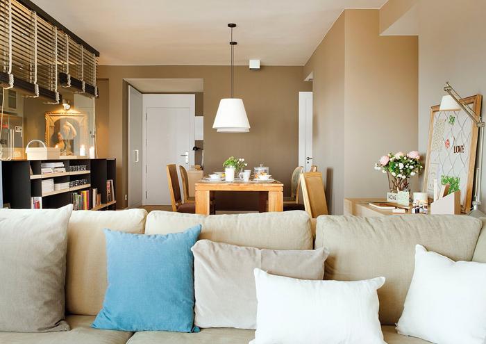 Гостиная, холл в цветах: серый, светло-серый, белый, коричневый, бежевый. Гостиная, холл в стиле средиземноморский стиль.