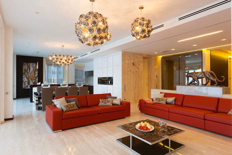 Гостиная, холл в цветах: серый, бордовый, коричневый, бежевый. Гостиная, холл в .