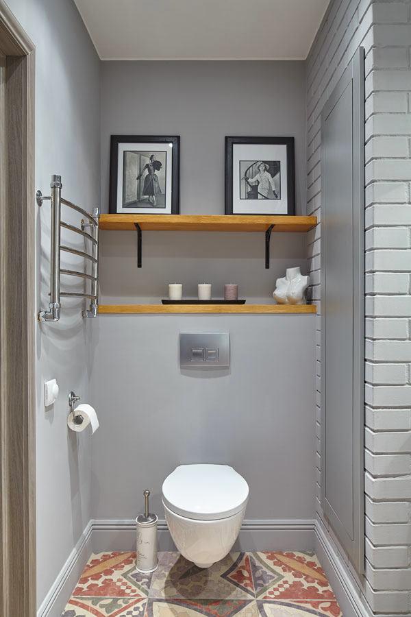 Туалет в цветах: серый, светло-серый, коричневый, бежевый. Туалет в стилях: скандинавский стиль.