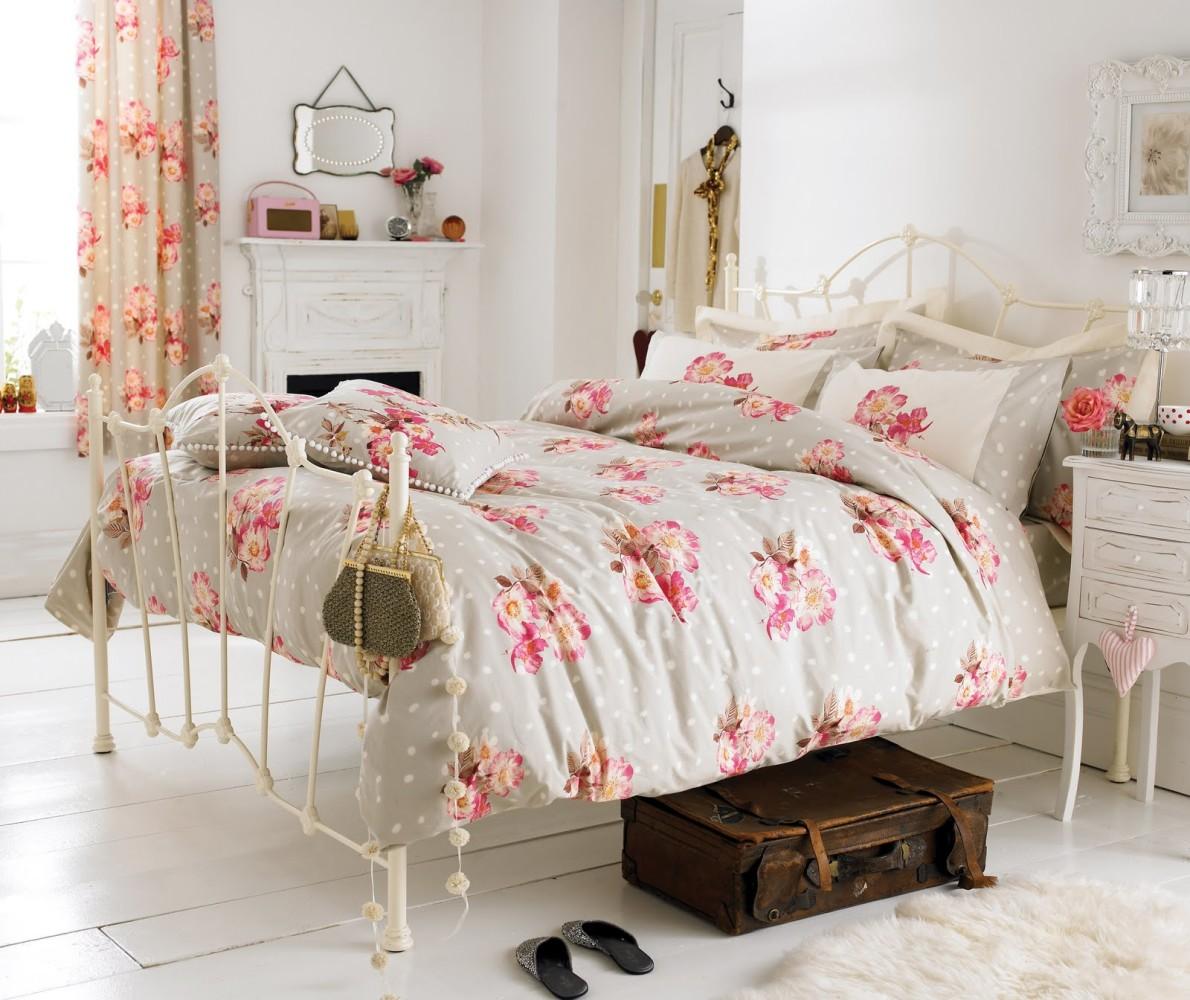 Спальня в цветах: светло-серый, белый. Спальня в стиле американский стиль.