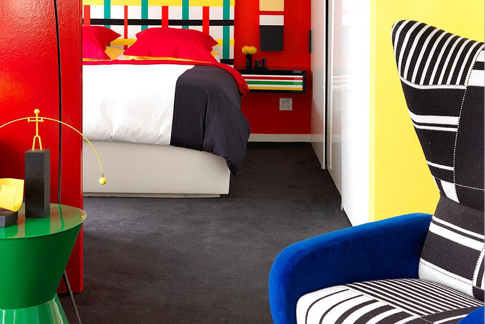 Гостиная, холл в цветах: черный, серый, светло-серый, белый. Гостиная, холл в стиле поп-арт.
