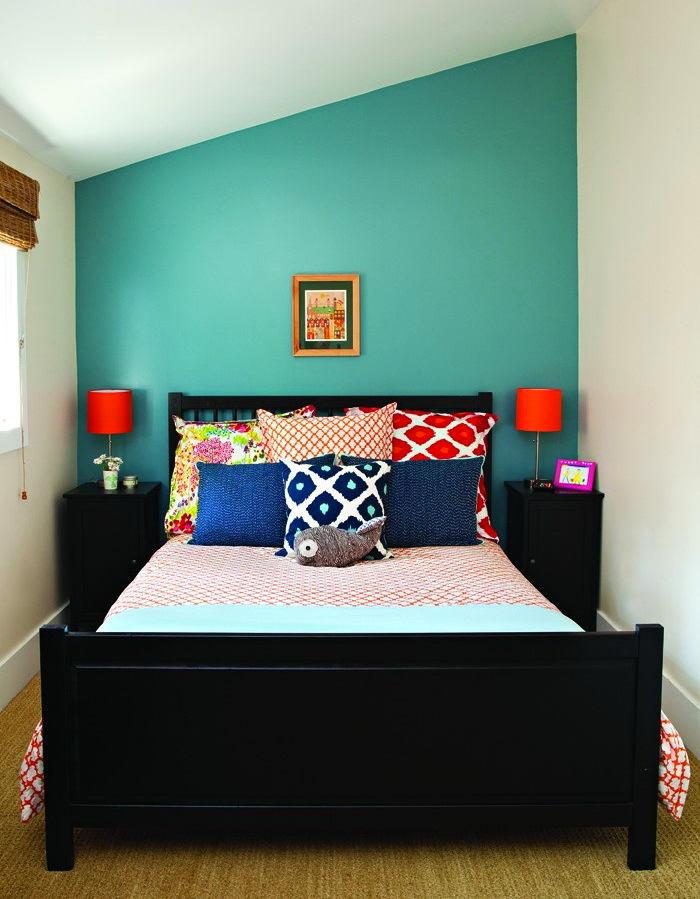 Спальня в цветах: оранжевый, голубой, бирюзовый, черный, светло-серый. Спальня в стилях: скандинавский стиль.