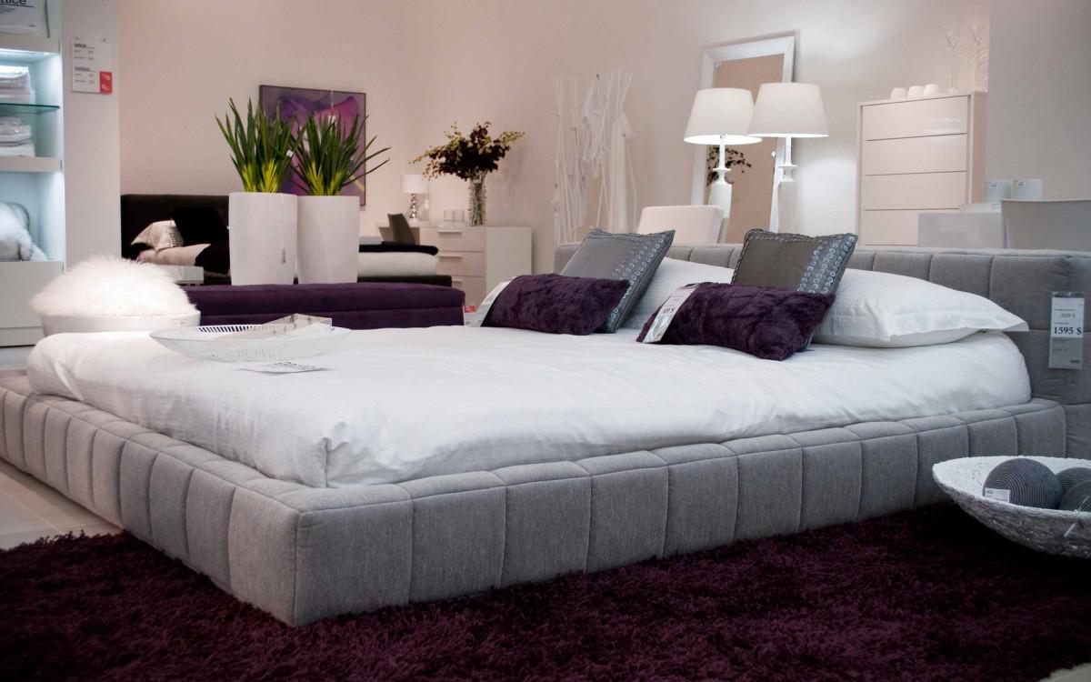 Мебель и предметы интерьера в цветах: светло-серый, белый, коричневый, бежевый. Мебель и предметы интерьера в стиле неоклассика.