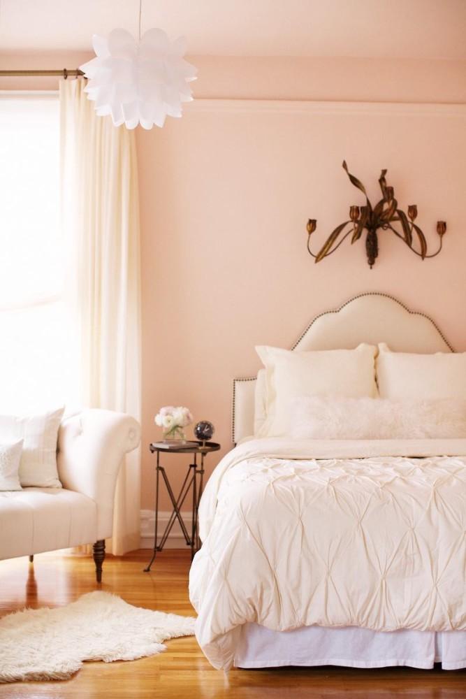 Мебель и предметы интерьера в цветах: желтый, светло-серый, коричневый, бежевый. Мебель и предметы интерьера в стиле неоклассика.