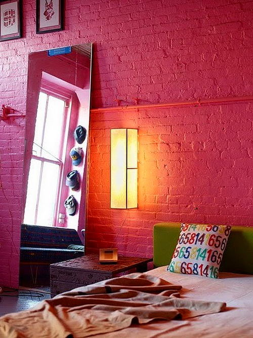 Спальня в цветах: красный, белый, бордовый, розовый. Спальня в стиле поп-арт.