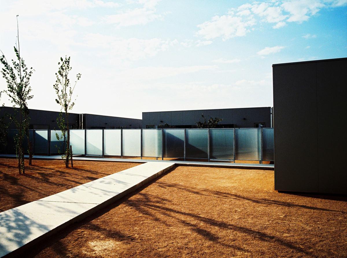Архитектура в цветах: черный, серый, темно-коричневый, коричневый, бежевый. Архитектура в стиле минимализм.
