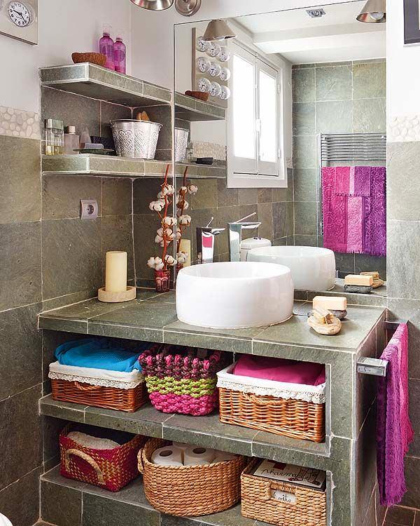Декор в цветах: серый, светло-серый, белый, розовый, темно-коричневый. Декор в стиле эклектика.