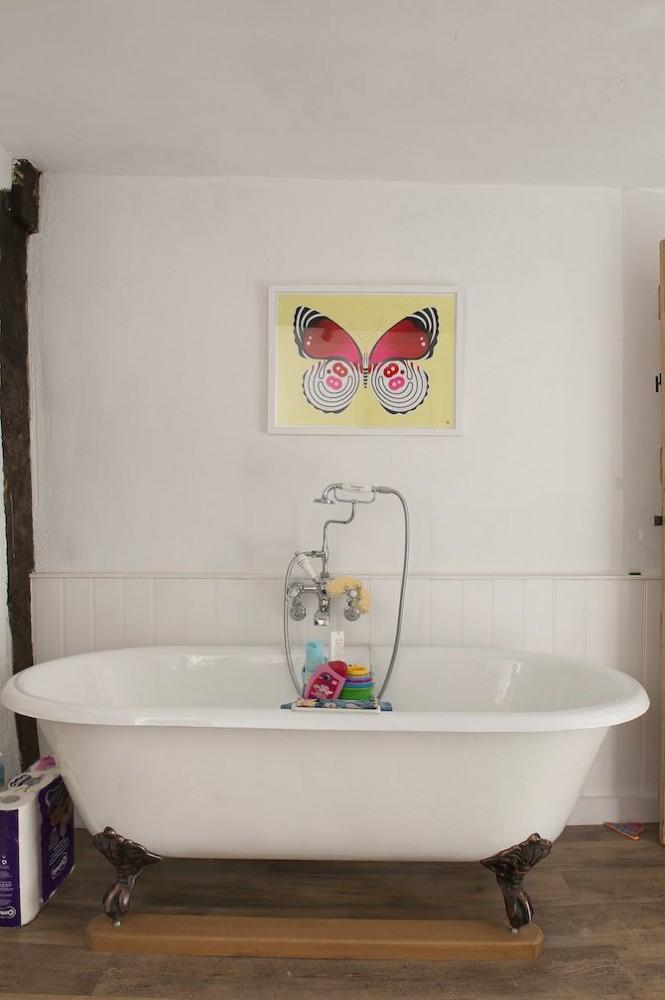 Ванная в цветах: серый, светло-серый, коричневый. Ванная в стиле английские стили.
