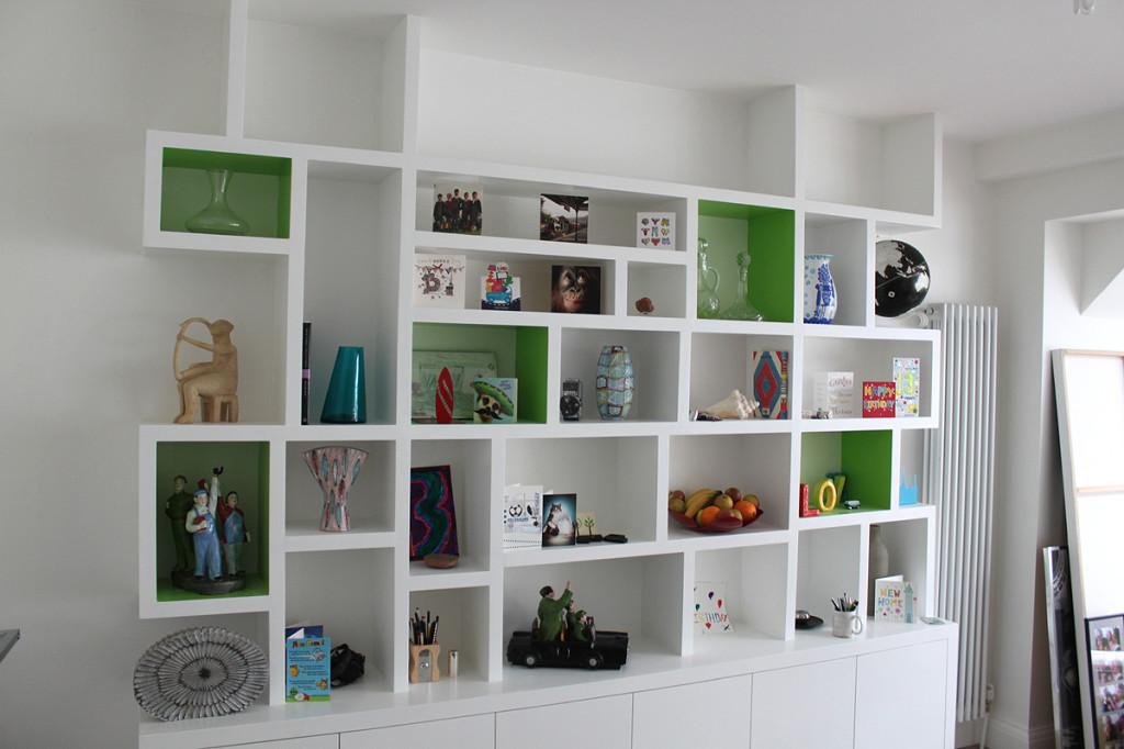 Мебель и предметы интерьера в цветах: черный, серый, белый, темно-зеленый. Мебель и предметы интерьера в .