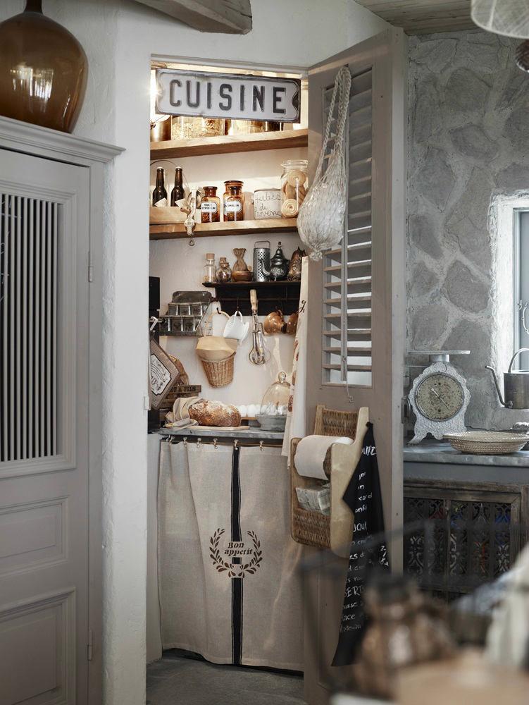 Кухня в цветах: черный, серый, светло-серый, белый, бежевый. Кухня в стилях: прованс.