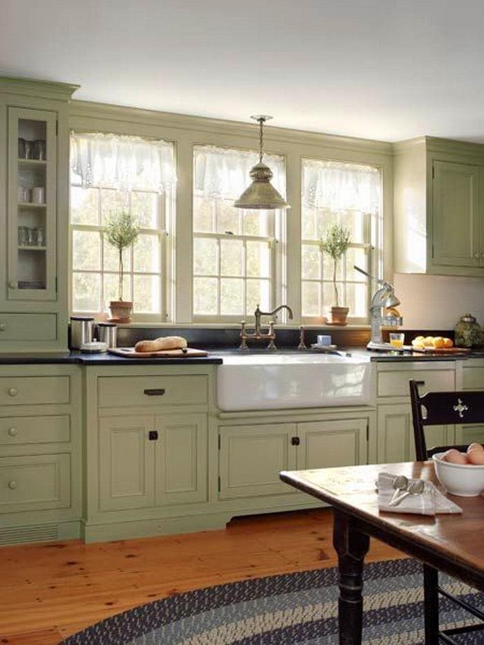 Кухня в цветах: серый, светло-серый, белый, салатовый, бежевый. Кухня в стиле классика.