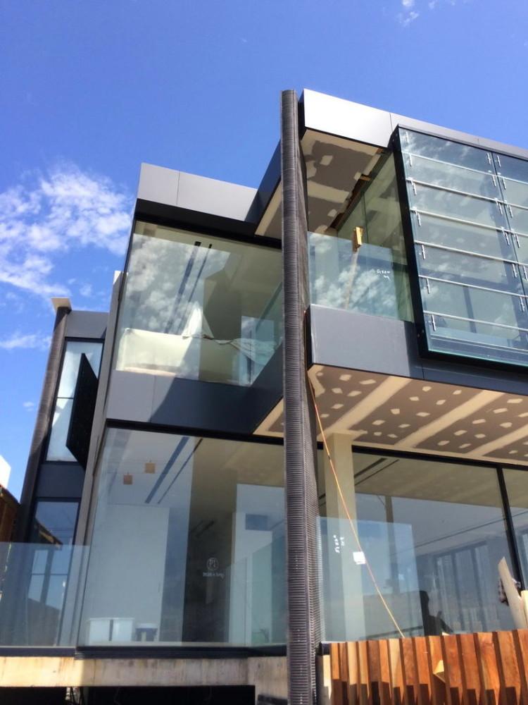 Архитектура в цветах: черный, серый, светло-серый. Архитектура в .