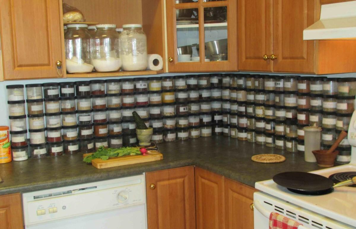 Кухня в цветах: серый, коричневый, бежевый. Кухня в стиле минимализм.