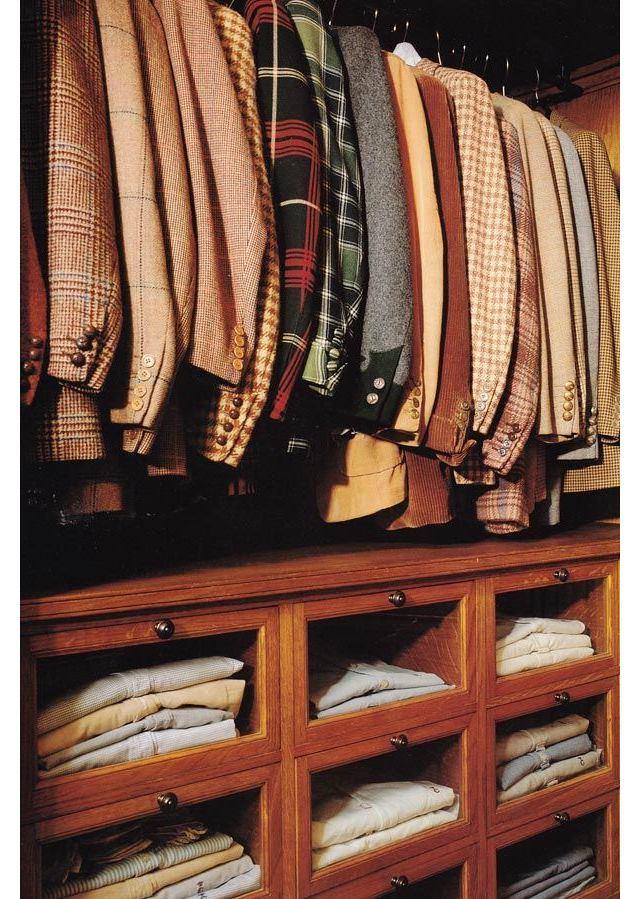 Мебель и предметы интерьера в цветах: желтый, черный, темно-коричневый, коричневый. Мебель и предметы интерьера в .