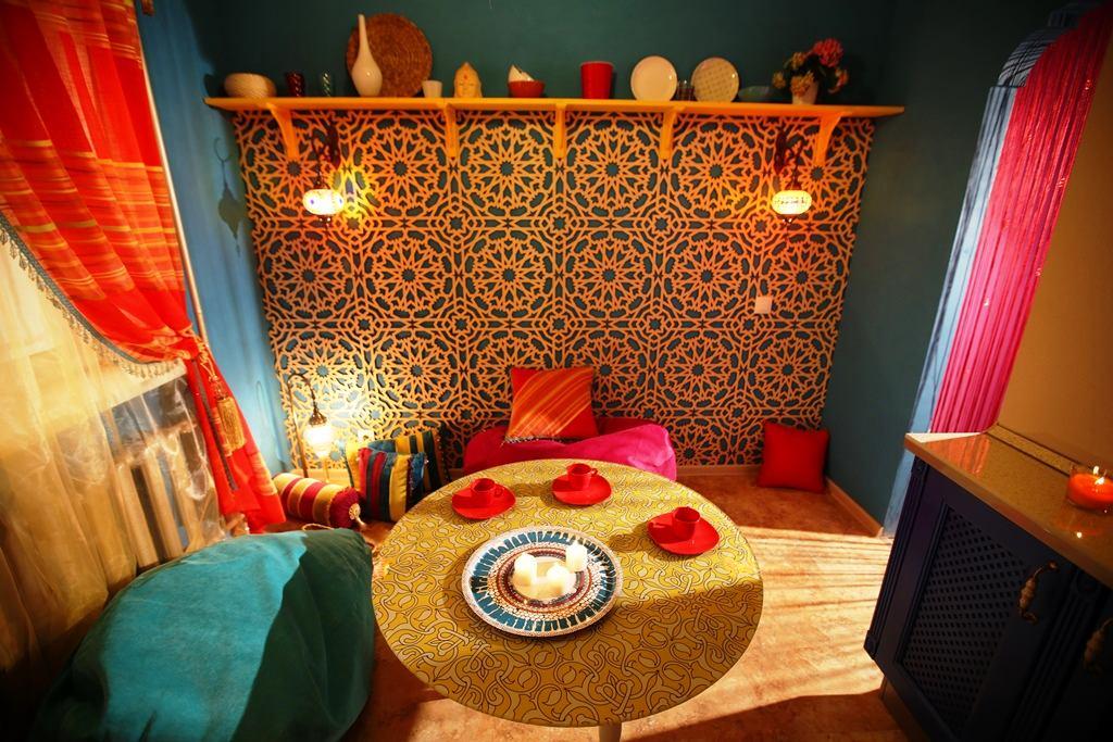 Кухня в цветах: черный, бордовый, коричневый, бежевый. Кухня в стилях: ближневосточные стили.