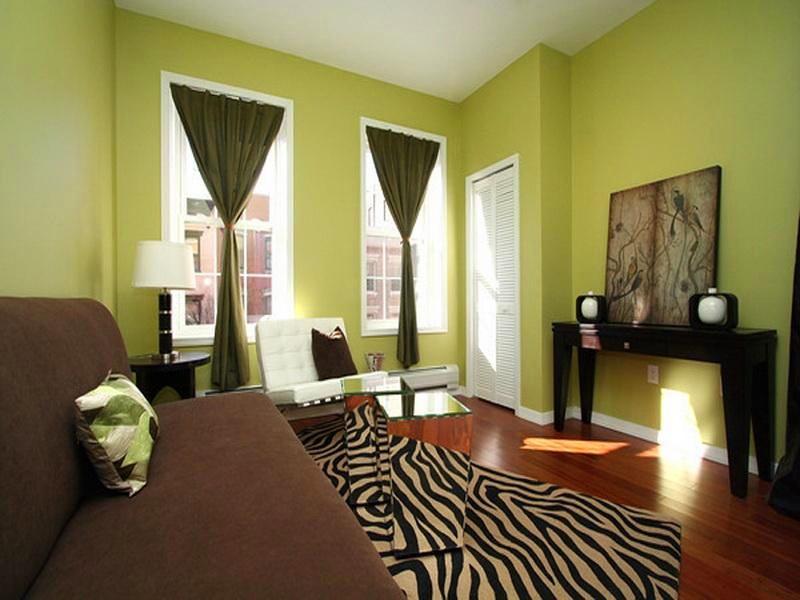 Гостиная, холл в цветах: черный, салатовый, коричневый, бежевый. Гостиная, холл в стилях: минимализм.