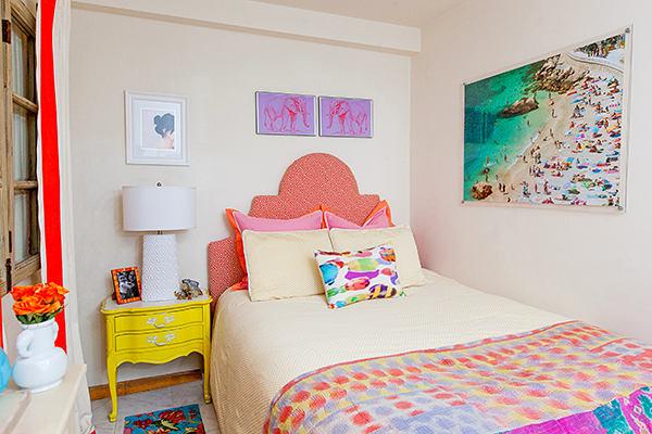 Мебель и предметы интерьера в цветах: красный, оранжевый, белый, розовый, лимонный. Мебель и предметы интерьера в .