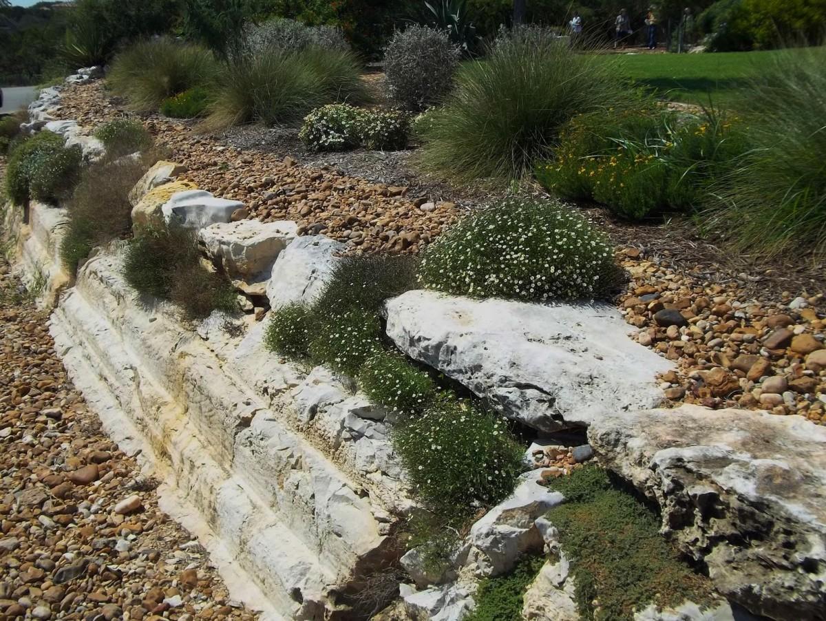 Ландшафт в цветах: зеленый, серый, светло-серый, темно-зеленый, салатовый. Ландшафт в стилях: средиземноморский стиль, экологический стиль.