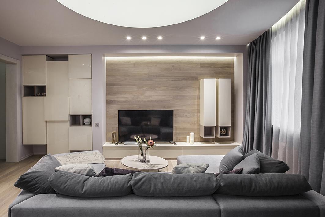 Стильная трёхкомнатная квартира, обставленная мебелью российского производства