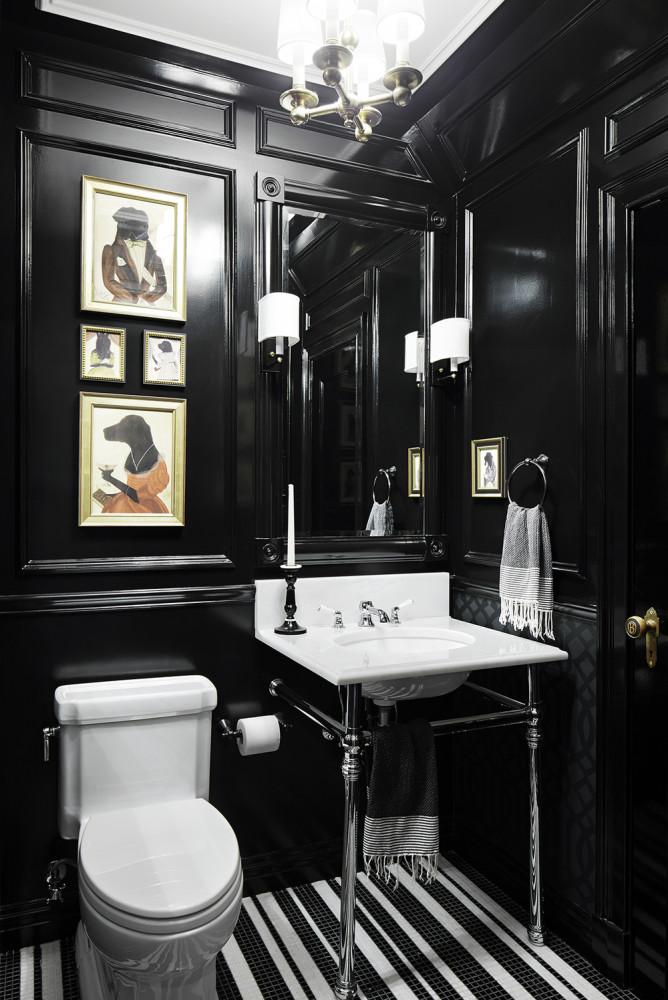 Ванная в  цветах:   Белый, Светло-серый, Серый, Черный.  Ванная в  стиле:   Классика.