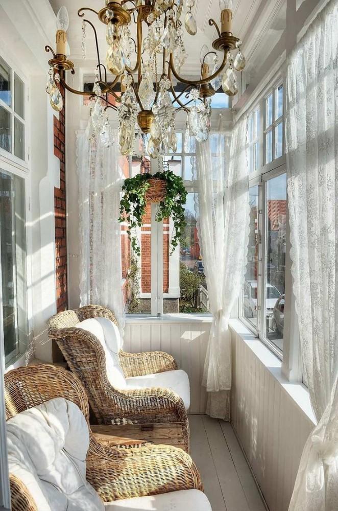 Балкон в  цветах:   Бежевый, Белый, Светло-серый, Серый, Темно-коричневый.  Балкон в  стиле:   Эклектика.